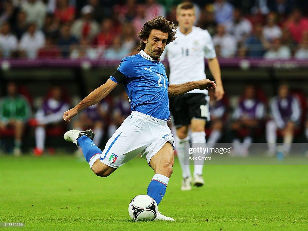 Germany v Italy - UEFA EURO 2012 Semi Final : Foto di attualità