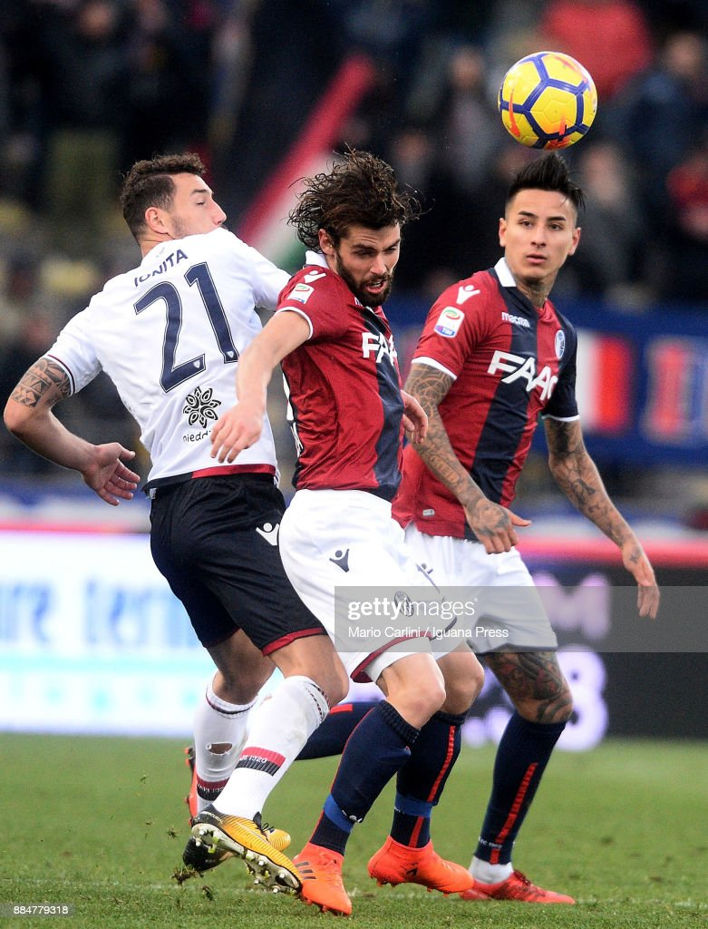 Andrea Poli of Bologna FC in action during the Serie A match between Bologna FC and Cagliari Calcio at Stadio Renato Dall'Ara on December 3, 2017 in Bologna, Italy.