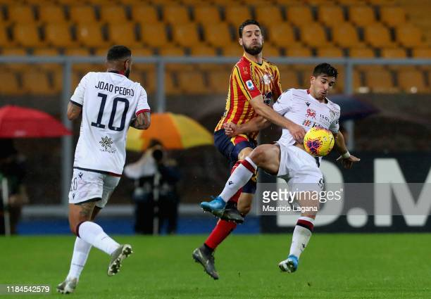 Andrea Rispoli of Lecce competes for the ball with Giovanni Simeone of Cagliari during the Serie A match between US Lecce and Cagliari Calcio at...