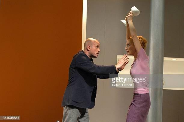 """Andrea Sawatzki, Lebensgefährte Christian Berkel, Theaterstück """"Die Ziege oder wer ist Sylvia?"""", Berlin, 22.1.2004, """"Renaissance-Theater"""", Bühne,..."""