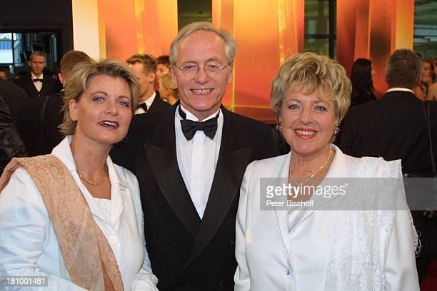 Andrea Spatzek Joachim Hermann Luger MarieLuise Marjan Gala zur Verleihung Deutscher Fernsehpreis 2003 Köln Coloneum Foyer Ankunft Schauspieler...