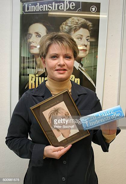 Andrea Spatzek Jubiläum 20 Jahre ARDSerie Lindenstraße neben den Dreharbeiten zur Folge 1045 Happy Birthday Köln Deutschland PNr 1533/2005 1 deutsche...