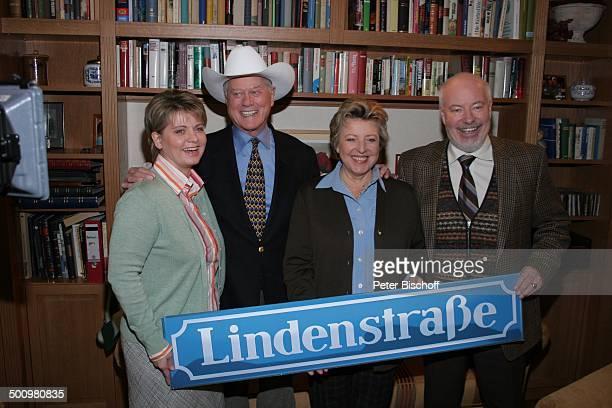 Andrea Spatzek Larry Hagman MarieLuise Marjan Bill Mockridge ARDSerie Lindenstraße Special zum 20jährigen Jubiläum KölnBocklemünd Deutschland PNr...