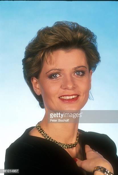 Andrea Spatzek Schauspielerin Porträt geb 03 Mai 1959 Sternzeichen Stier Portrait Studio Halskette Schmuck Kette Promis Prominente Prominenter LD