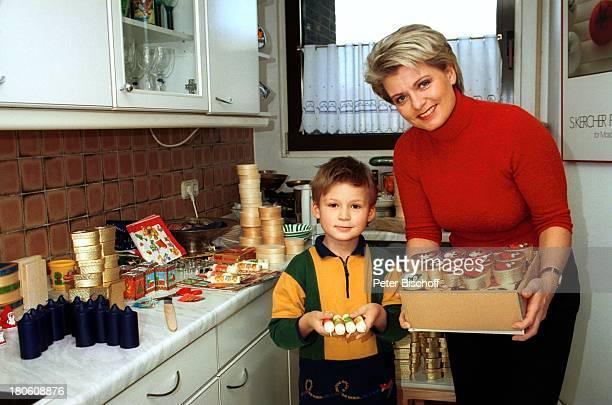 Andrea Spatzek Sohn Alexander Homestory Köln WeihnachtsVorbereitungen Küche Kerzen Mutter WeihnachtsSchmuck