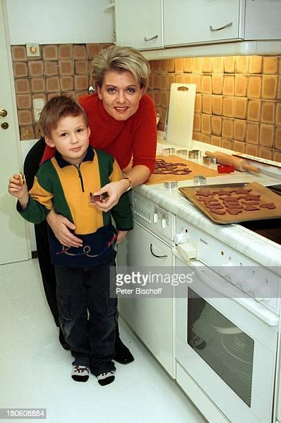 Andrea Spatzek Sohn Alexander Homestory Köln WeihnachtsVorbereitungen Kranz Kerzen Mutter WeihnachtsSchmuck Kekse Essen Küche Backen