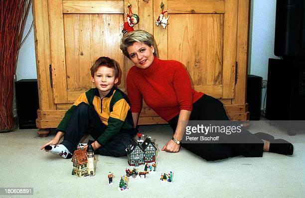 Andrea Spatzek Sohn Alexander Homestory Köln WeihnachtsVorbereitungen WeihnachtsSchmuck Wohnzimmer Spielzeug