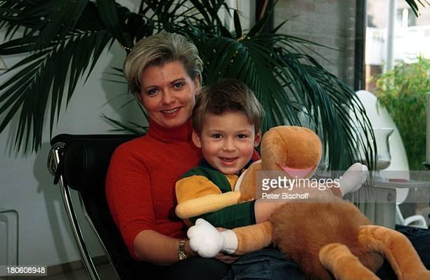 Andrea Spatzek Sohn Alexander Homestory Köln WeihnachtsVorbereitungen Wohnzimmer StoffElch