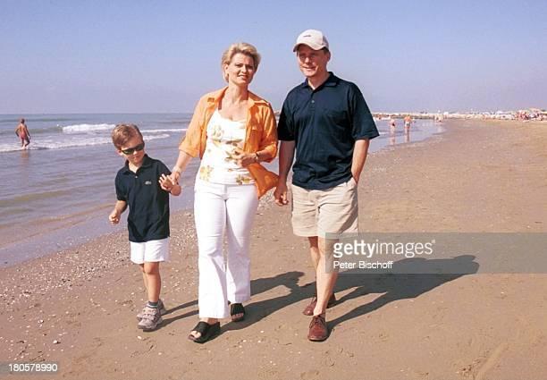 Andrea Spatzek Sohn Alexander Spatzek Bruder Christian Spatzek Venedig/Italien Strand Sand Wasser Hut Mutter Urlaub
