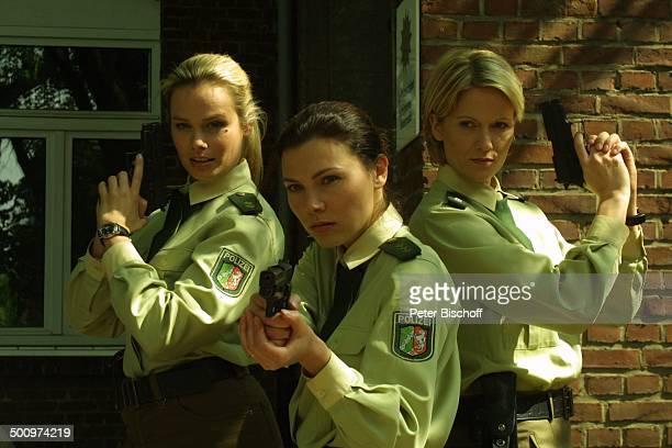 Andrea Suwa Caroline Grothgar Meike Gottschalk RTLSerie Die Wache KölnDelbrück Schauspielerin Polizistin PolizeiTeam Uniform Waffe Pistole Promi...
