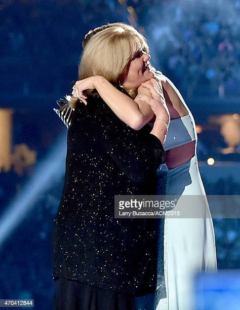 Andrea Swift and honoree Taylor Swift onstage during the 50th Academy of Country Music Awards at ATT Stadium on April 19 2015 in Arlington Texas