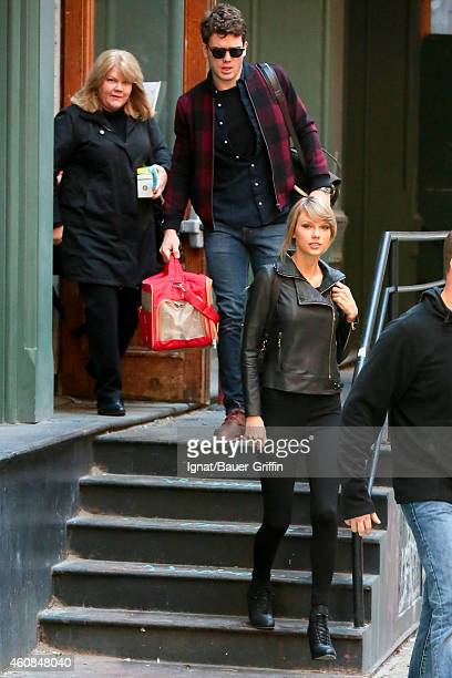 Andrea Swift Austin Swift and Taylor Swift are seen in New York City on December 26 2014 in New York City