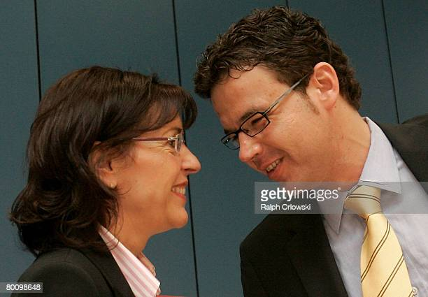 Andrea Ypsilanti Chairwoman of the German Social Democrats in the German state of Hesse and deputy fraction leader Juergen Walter speak prior to a...