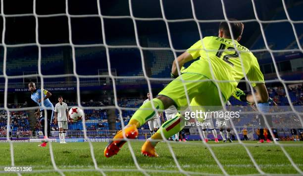 Andrea Zaccagno of Italy saves a penalty of Diego de la Cruz of Uruguay during the FIFA U20 World Cup Korea Republic 2017 group D match between Italy...