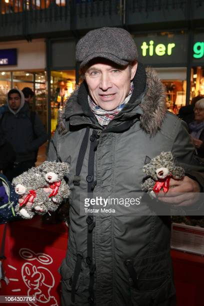 Andreas Brucker during a Teddy Bear charity sale in favor of Leuchtfeuer eV at Wandelhalle Hauptbahnhof on November 22 2018 in Hamburg Germany