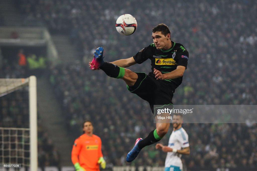 Borussia Moenchengladbach v FC Schalke 04 - UEFA Europa League Round of 16: Second Leg : Foto di attualità