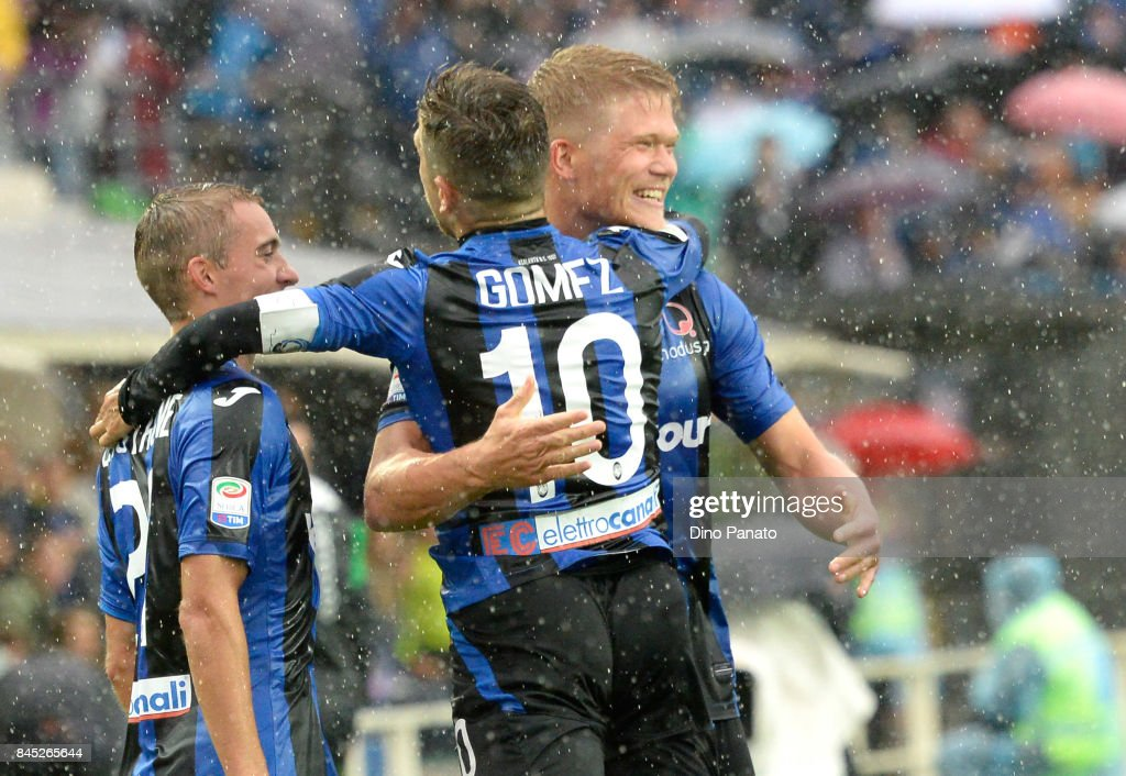 Andreas Cornelius (R) of Atalanta BC ceebrates after scoring his team's first goal during the Serie A match between Atalanta BC and US Sassuolo at Stadio Atleti Azzurri d'Italia on September 10, 2017 in Bergamo, Italy.