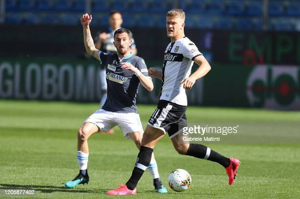 Andreas Crnelius of Parma Calcio battles for the ball with Mirko Valdifiori of SPAL during the Serie A match between Parma Calcio and SPAL at Stadio...