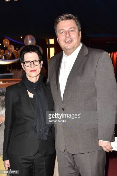 60 Top Frau Luna Premiere In Berlin Pictures Photos Images