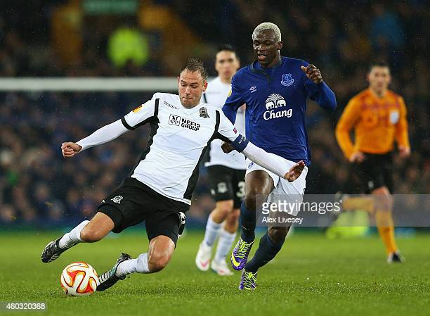 Andreas Granqvist of Krasnodar is closed down by Arouna Kone of Everton during the UEFA Europa League Group H match between Everton and Krasnodar at...