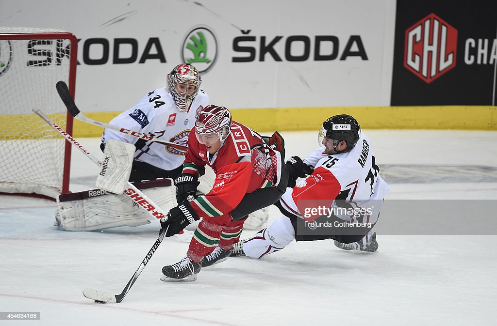 Andreas Johnson (L) of Frolunda celebrates scores the opening goal during the Champions Hockey League group stage game between Frolunda Gothenburg and Geneve-Servette at Scandinavium on September 04, 2014 in Gothenburg, Sweden. (Photo by Frolunda Gothenburg/Champions Hockey League via Getty Images