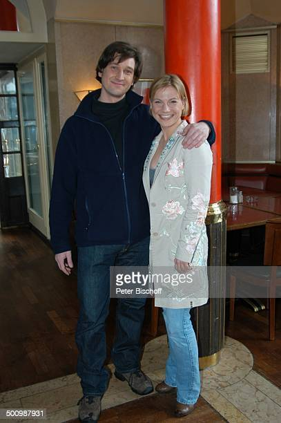 Andreas Kiendl Kristina Sprenger ZDFReihe Soko Kitzbühel München Deutschland PNr 1714/2006 Hotel Seehaus umarmen Schauspieler Schauspielerin Promi OH...