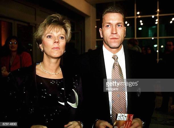FUSSBALL 101295 Andreas KOEPKE Ehefrau BIRGIT