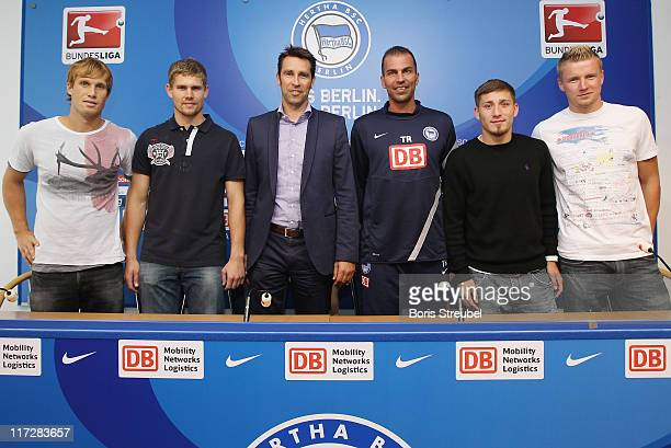 Andreas Ottl goalkeeper Thomas Kraft manager Michael Preetz head coach Markus Babbel Tunay Torun and Maik Franz of Hertha BSC attend a press...