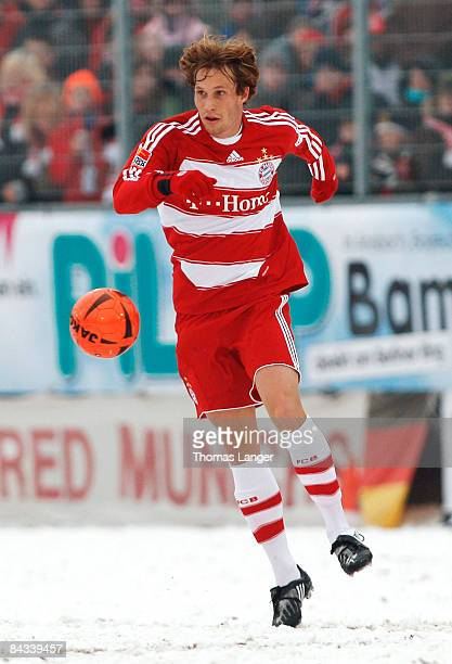 Andreas Ottl of Munich runs with the ball during the friendly match between FC Eintracht Bamberg and FC Bayern Muenchen on January 17, 2009 at the...