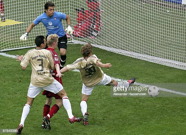 Andreas Ottl of Munich scores the second goal during the Bundesliga match between 1.FC Kaiserslautern and Bayern Munich at the Fritz-Walter Stadium...