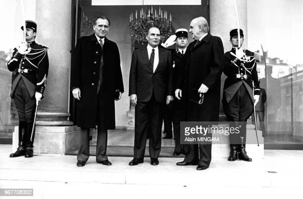 Andreas Papandreou le Premier Ministre grec a été reçu par François Mitterrand le 23 novembre 1983 à Paris France