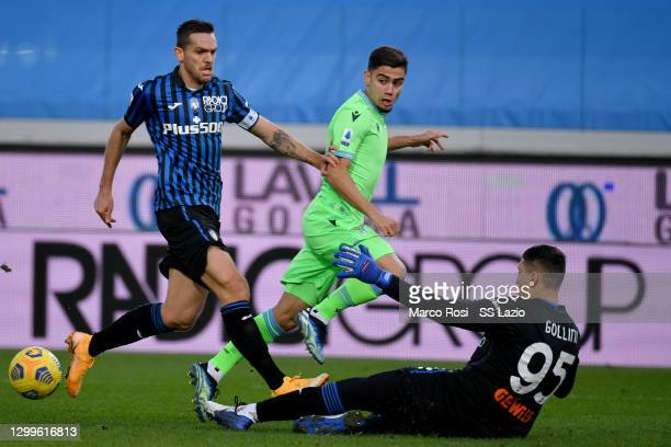 Andreas Pereira of SS Lazio compete for the ball with Rafael Toloi during the Serie A match between Atalanta BC and SS Lazio at Gewiss Stadium on...