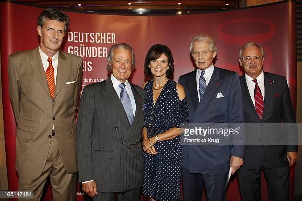 """Andreas Petzold Toni Meggle; Mary Und Ehemann Anton Graf Von Faber Castell Und Werner Netzel Bei Der Verleihung Des """"Deutschen Gründerpreises 2010""""..."""