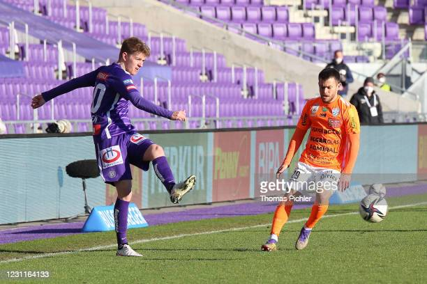 Andreas Poulsen of Austria Wien and Sascha Horvath of Hartberg during the tipico Bundesliga match between FK Austria Wien and TSV Prolactal Hartberg...