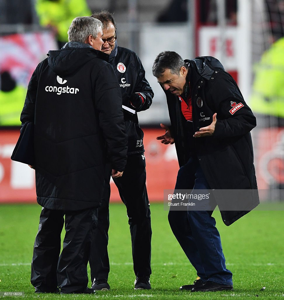 Andreas Rettig, president of St.Pauli looks makes a point to Ewald Lienen, head coach of St.Pauli after the Second Bundesliga match between FC St. Pauli and 1. FC Kaiserslautern at Millerntor Stadium on December 2, 2016 in Hamburg, Germany.