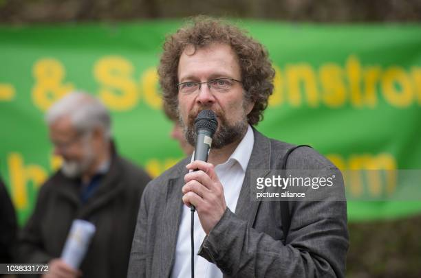 Andreas Rickeberg of the 'AsseIIKoordinationskreis' speaks in front of the Asse shaft in Remlingen Germany 4 April 2017 Activists are advocating for...