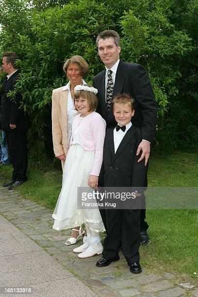 Andreas Stich Und Ehefrau Kerstin Mit Kindern Bei Der Kirchlichen Hochzeit Von Stich In Der St Severin Kirche In Keitum Auf Sylt Am 110605