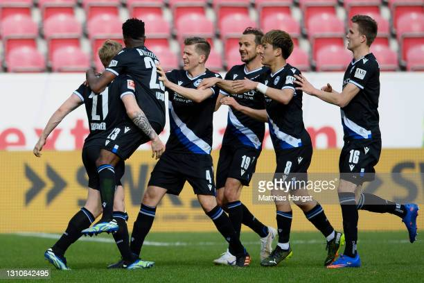 Andreas Voglsammer of Bielefeld celebrates with teammates after scoring his team's first goal during the Bundesliga match between 1. FSV Mainz 05 and...