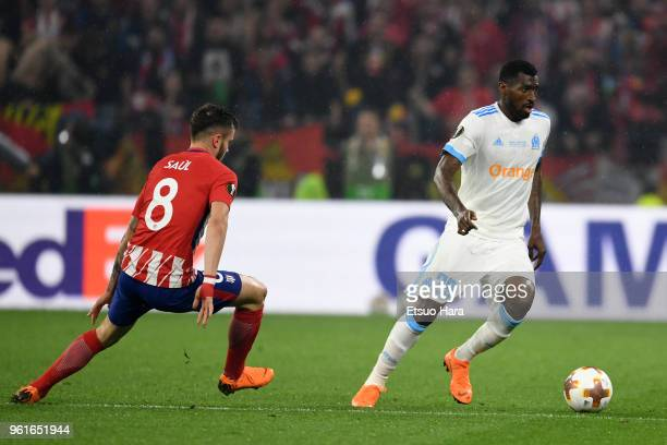 AndreFrank Zambo Anguissa of Olympique Marseille takes on Saul Niguez of Atletico Madrid during the UEFA Europa League Final between Olympique de...