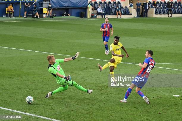 Andre-Frank Zambo Anguissa of Villarreal scores his team's first goal past Goalkeeper Yoel Rodriguez of Eibar during the Liga match between...