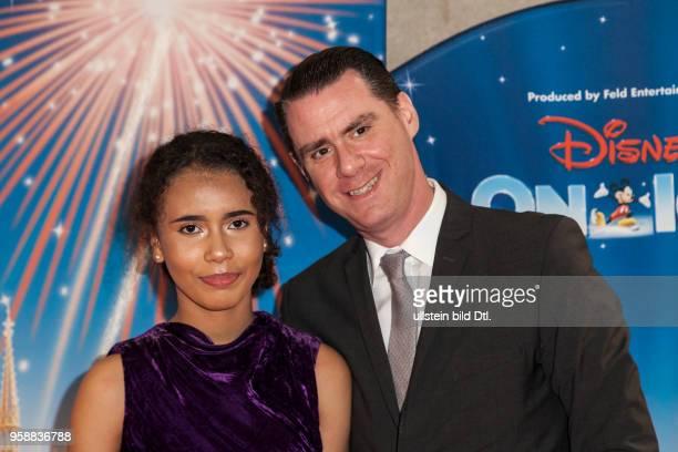 Andrej Hermlin und Tocher Rachel auf der Premiere Disney on Ice am im Velodrom in Berlin