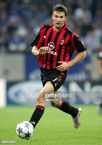 Andrej Schewtschenko Stuermer AC Mailand Ukraine in Aktion am Ball