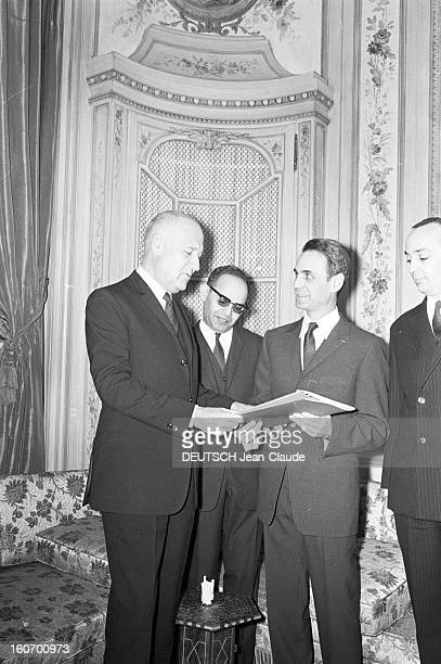 Andrelouis Dubois Gives A Paris Match To The Ambassador Of Morocco Paris 5 mars 1968 L'ambassadeur français AndréLouis DUBOIS remet un exemplaire du...