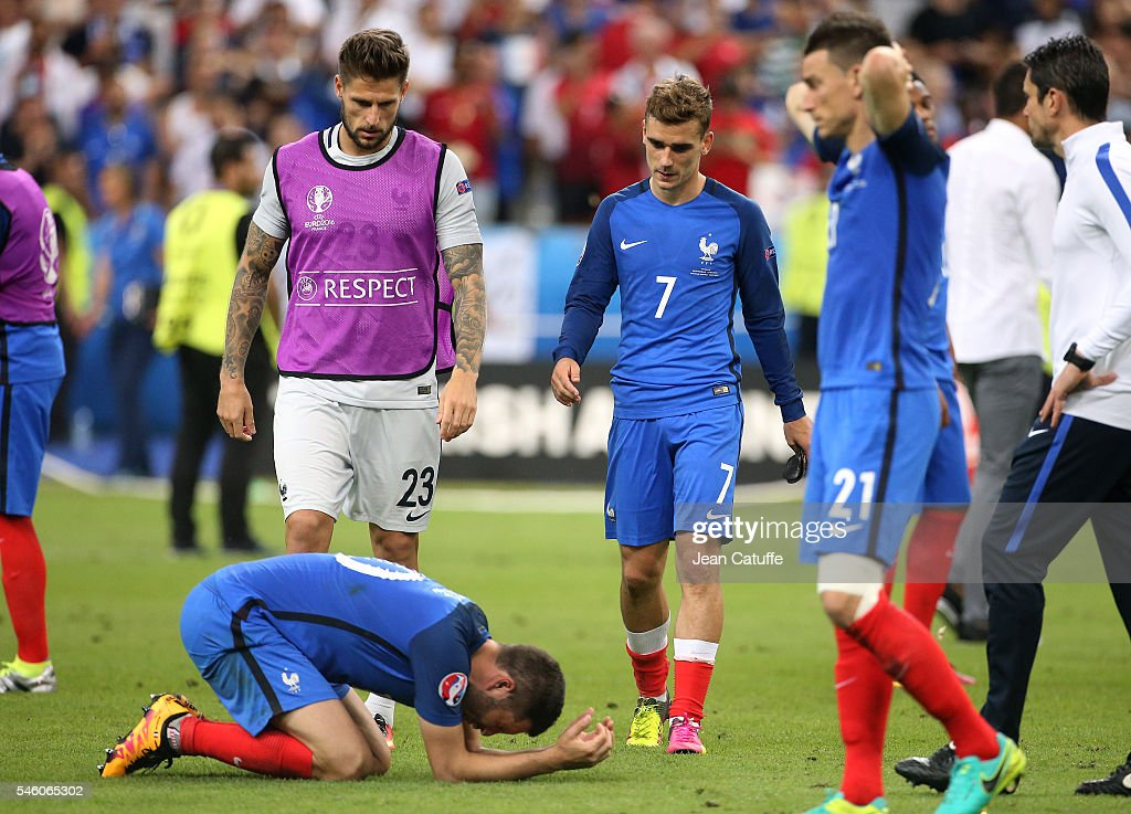Andre-Pierre Gignac, goalkeeper of France Benoit Costil, Antoine Griezmann, Laurent Koscielny of France react following the UEFA Euro 2016 final match between Portugal and France at Stade de France on July 10, 2016 in Saint-Denis near Paris, France.