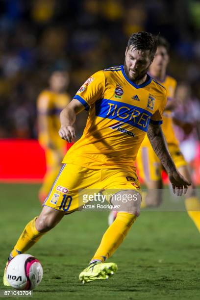 AndrePierre Gignac of Tigres drives the ball during the 16th round match between Tigres UANL and Necaxa as part of the Torneo Apertura 2017 Liga MX...