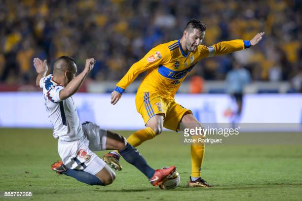 AndrePierre Gignac of Tigres fights for the ball with Silvio Romero of America during the semifinal second leg match between Tigres UANL and America...
