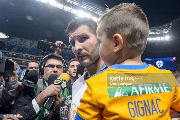 AndrePierre Gignac of Tigres holds his son as he gives an interview after winning the second leg of the Torneo Apertura 2017 Liga MX final between...