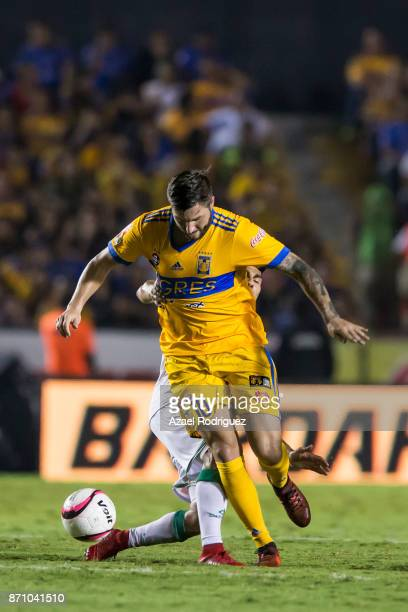 AndrePierre Gignac of Tigres in action during the 16th round match between Tigres UANL and Necaxa as part of the Torneo Apertura 2017 Liga MX at...