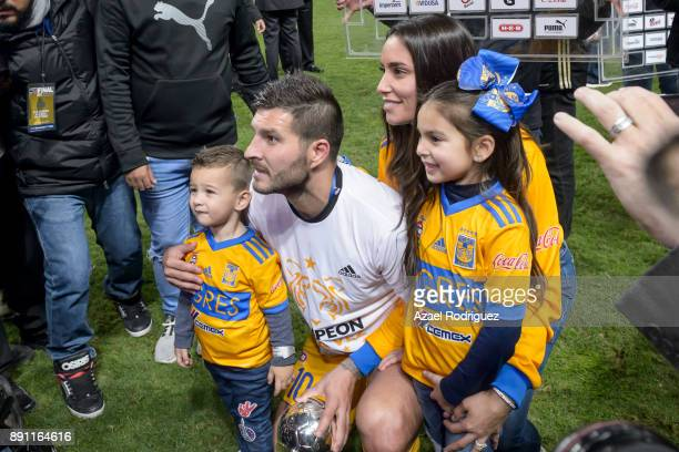 AndrePierre Gignac of Tigres pose with his family after winning the second leg of the Torneo Apertura 2017 Liga MX final between Monterrey and Tigres...