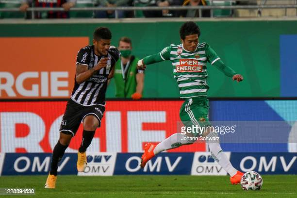 Andres Andrade of Lask and Koya Kitagawa of Rapid during the tipico Bundesliga match between SK Rapid Wien and LASK at Allianz Stadion on October 4...